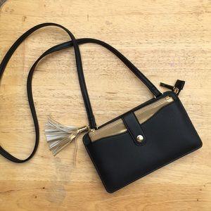 Handbags - NWOT black & gold purse